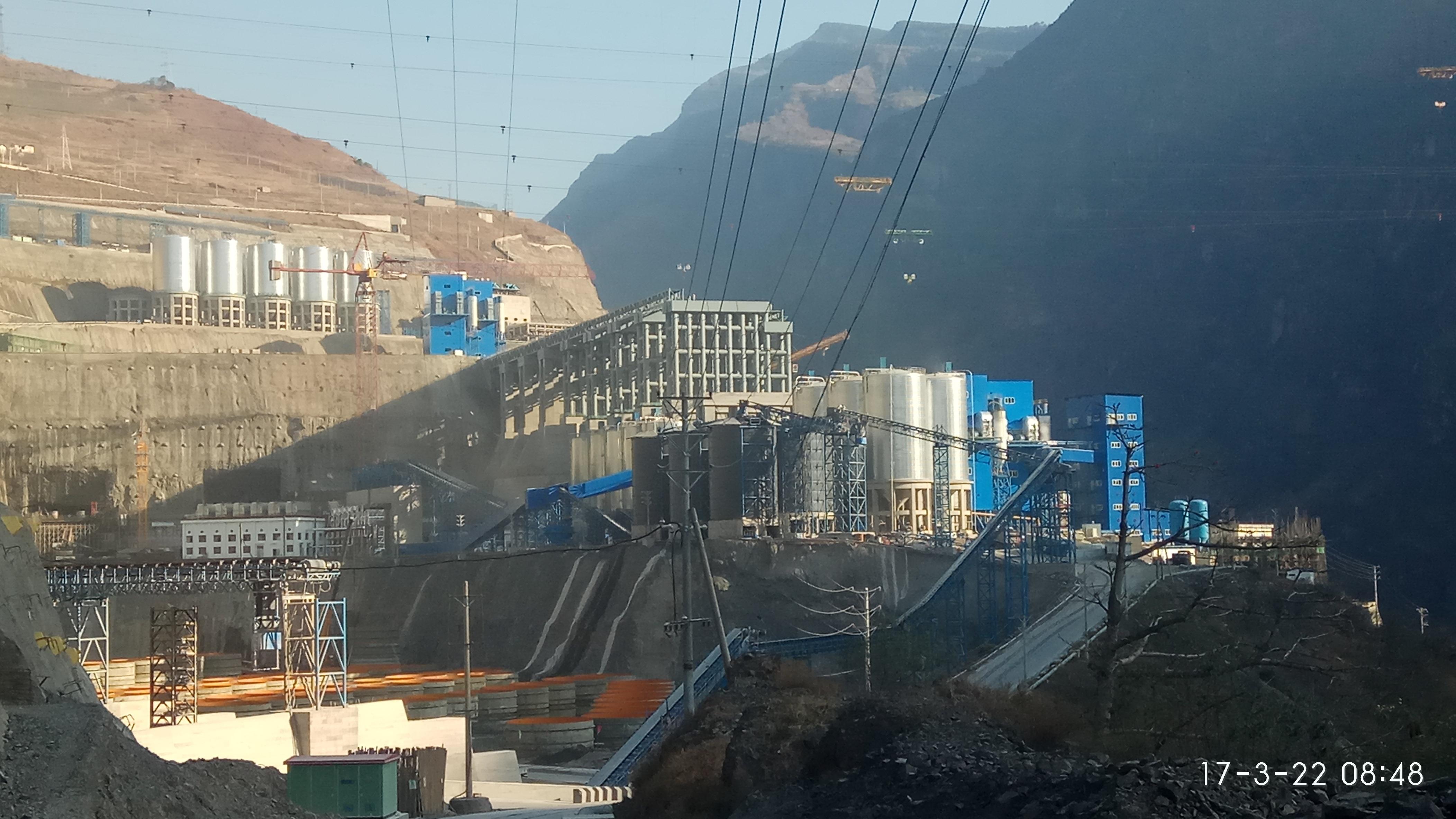 白鹤滩水电站大坝浇筑破90万立方米